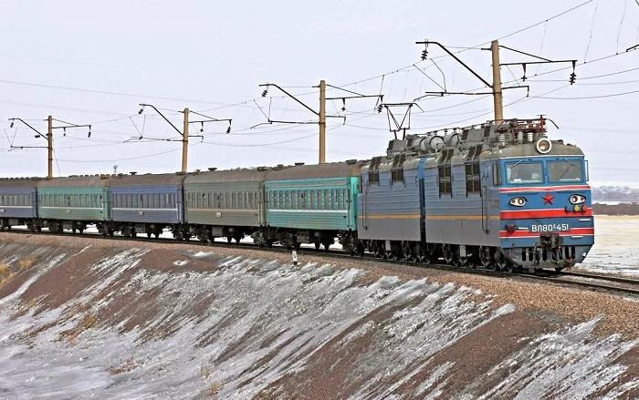 Пассажир поезда Алматы - Новосибирск прятал наркотики в упаковке из-под кефира