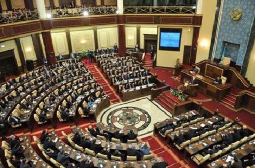 Алиментщикам в Казахстане не грозит арест счетов и банковских карточек