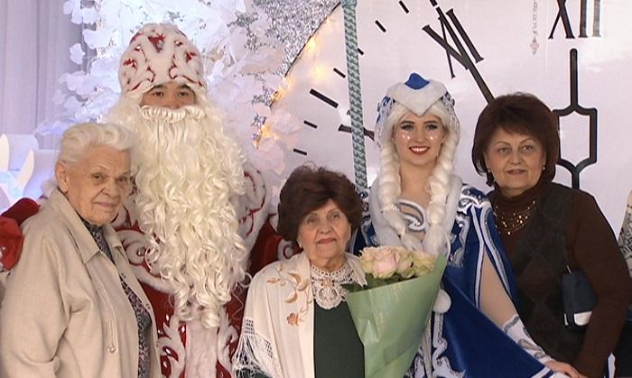 Жительница Алматы отметила 90-летний юбилей в цирке