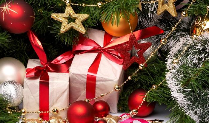 Галстуки и колготки: топ самых оскорбительных подарков на Новый год