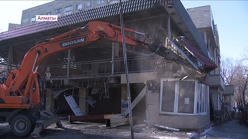 В Алматы снесли кафе и автомойку площадью 1000 кв. м