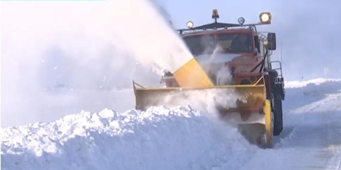 В ЗКО не хватает техники для очистки трасс от снега (видео)