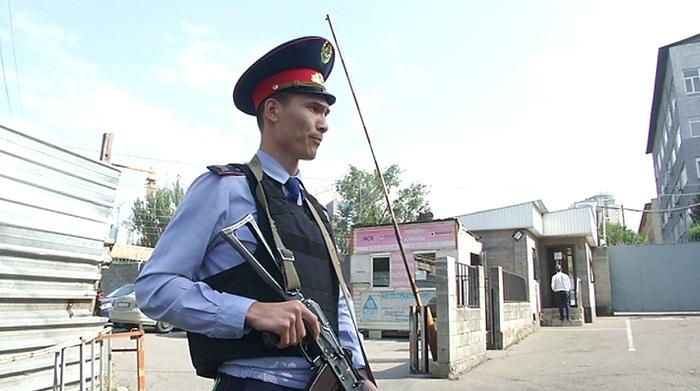 Убийство полицейского коллегой в Алматы: суд не состоялся из-за неявки подсудимого