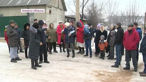 Без воды и света живут дачники в Алматинской области