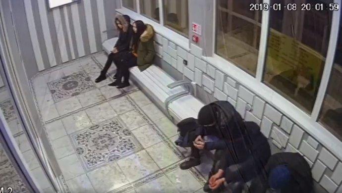 Трое школьников обокрали умную остановку в Талдыкоргане (видео)