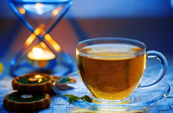 Пригласив незнакомца выпить чаю, восточноказахстанец был избит и ограблен