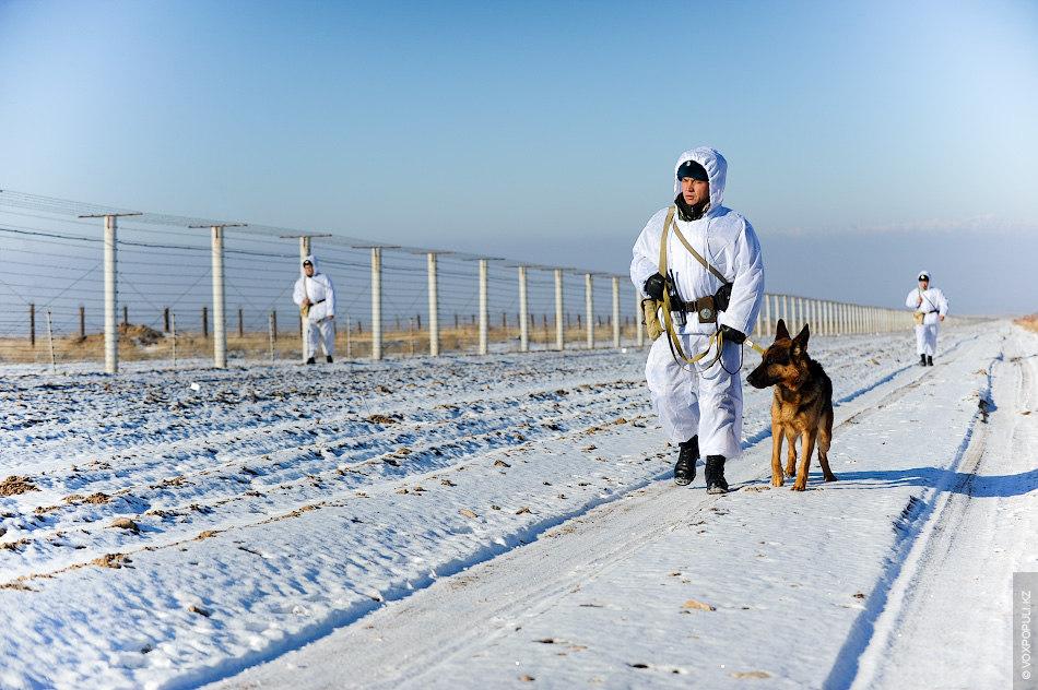Казахстанские пограничники  задержали нарушителей и спасли их от гибели