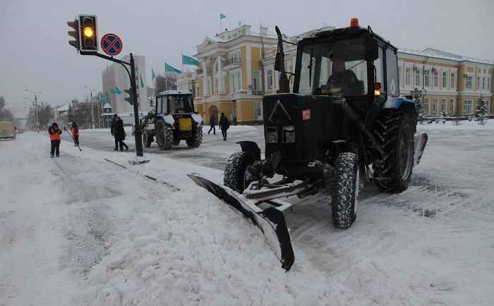 Уральск завалило снегом