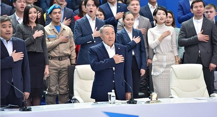 Новое министерство и яблоневый сад – молодежь озвучила идеи Назарбаеву