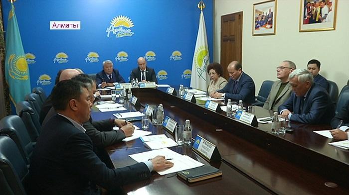 Несоблюдение кодекса этики партийцев обсудили в алматинском филиале «Нур Отана»
