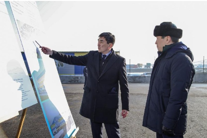 Бауыржан Байбек осмотрел строящийся для автобусов на газе автопарк
