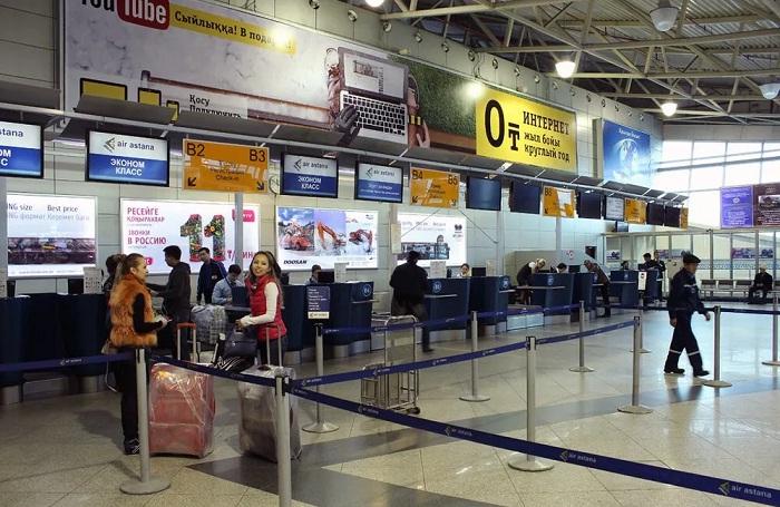Алматинца, пытавшегося провезти в аэропорту человека в чемодане, арестовали на 3 суток