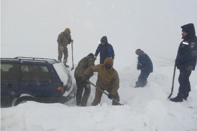 Из-за метели закрыты трассы в Западно-Казахстанской области