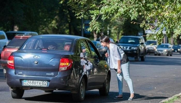 Налог для таксистов: забирать машины на штрафстоянки не будут