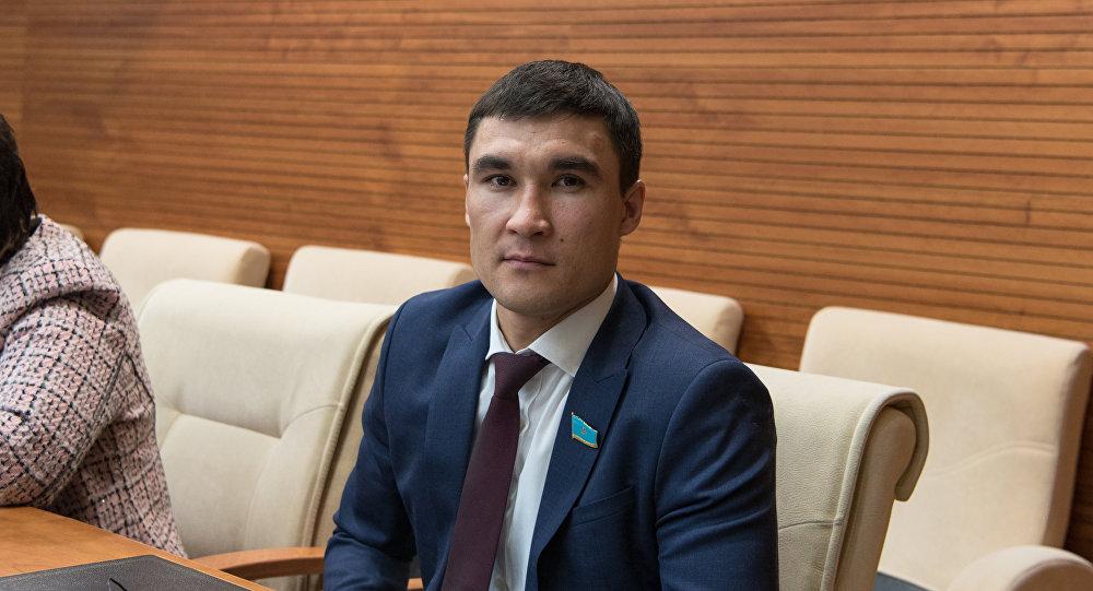Серик Сапиев отказался от полномочий депутата