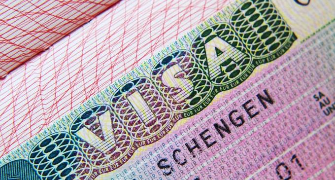 Евросоюз упростит получение Шенгенской визы, но её стоимость может вырасти до 80 евро