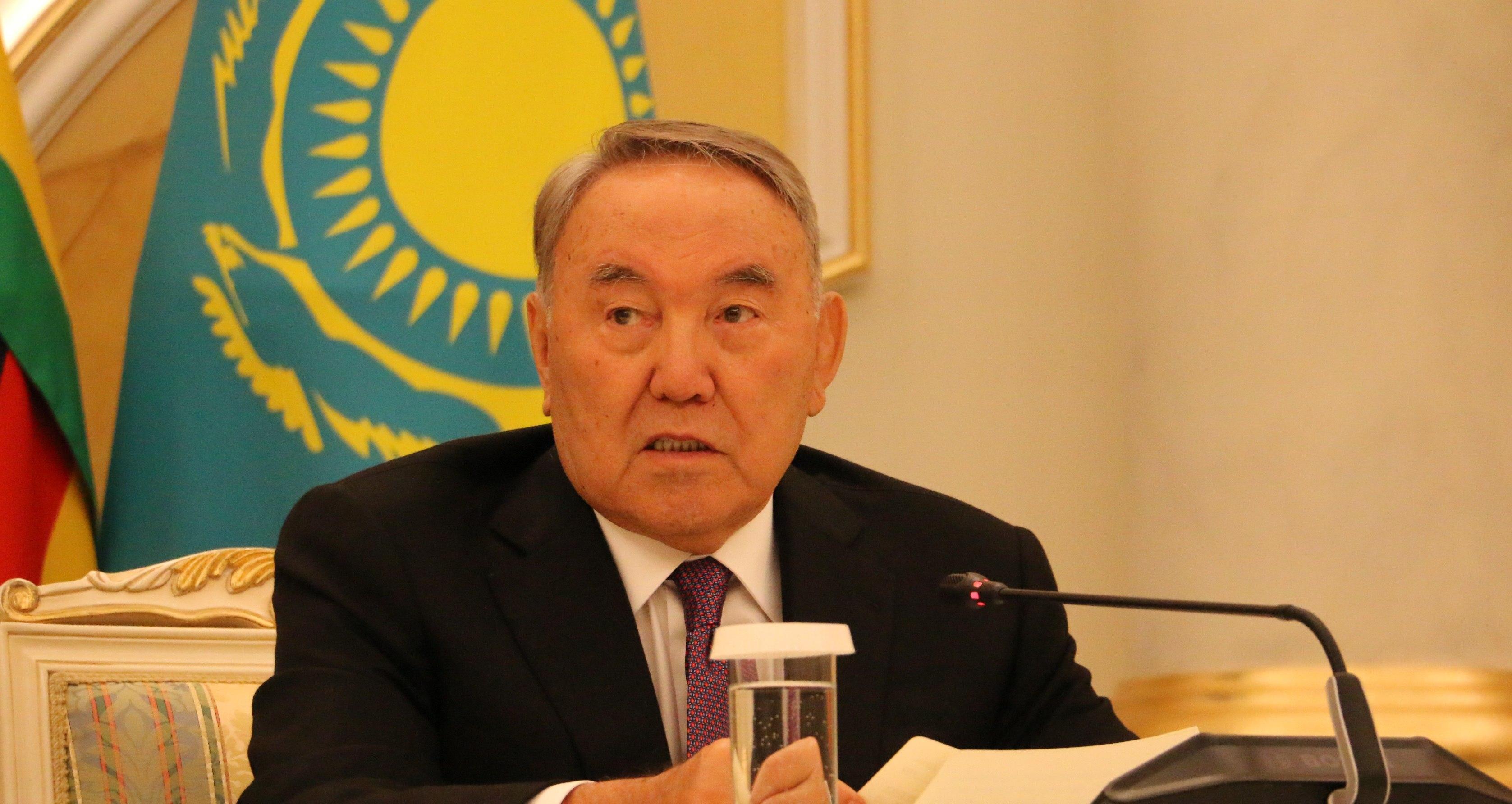 """""""Шанель-манель"""": Назарбаев велел министрам снять иностранные костюмы"""