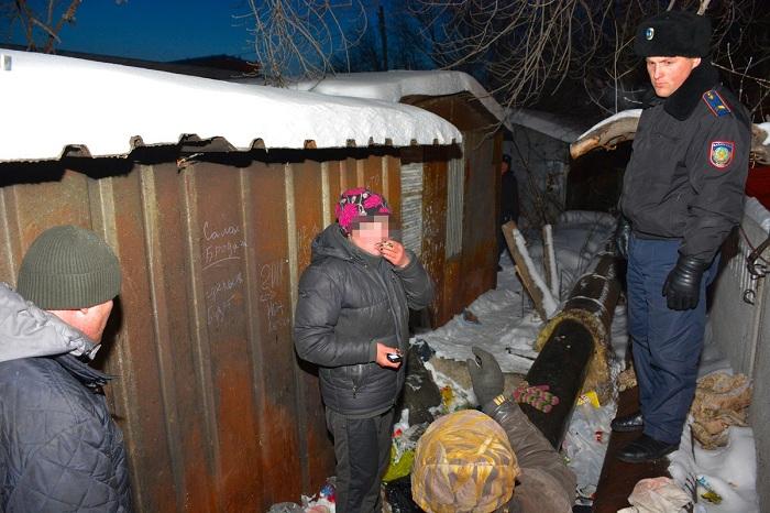 Полицейские собирают с улиц бомжей из-за сильных морозов в Петропавловске