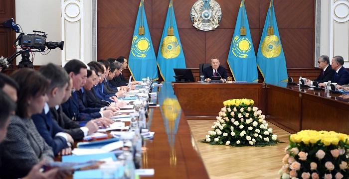 """Назарбаев кабмину: """"Вы просто трусы, а не правительство"""""""