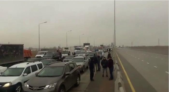 Трассу Алматы - Капшагай закрыли из-за сильного гололеда