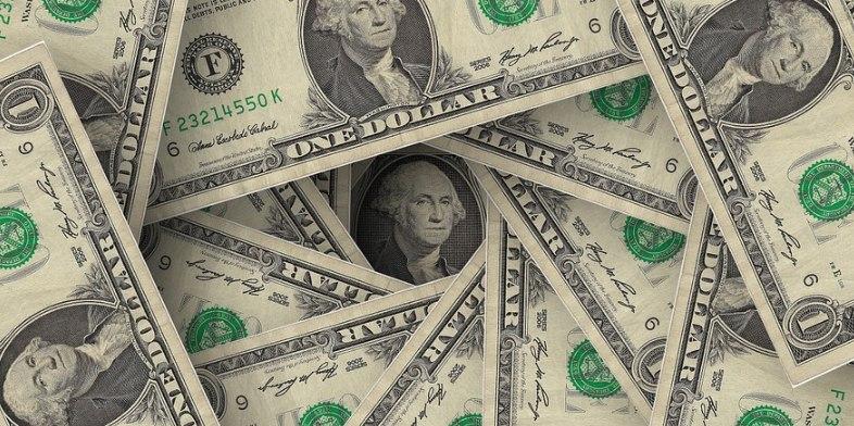 Доллар продают в обменниках по 383 тенге