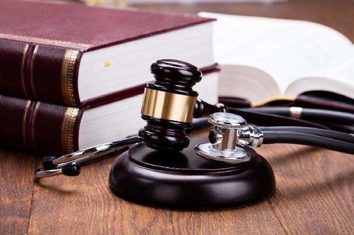 Около 400 врачей ежегодно предстают перед судом в Казахстане