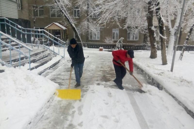 Более 130 КСК Алматы оштрафовали за несвоевременную уборку снега