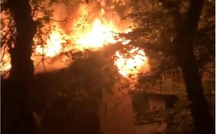 Трое детей отравились угарным газом во время пожара в Караганде