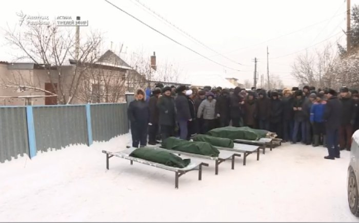 Астанада өрттен қаза тапқан 5 баланы қалың ел ақтық сапарға шығарып салды