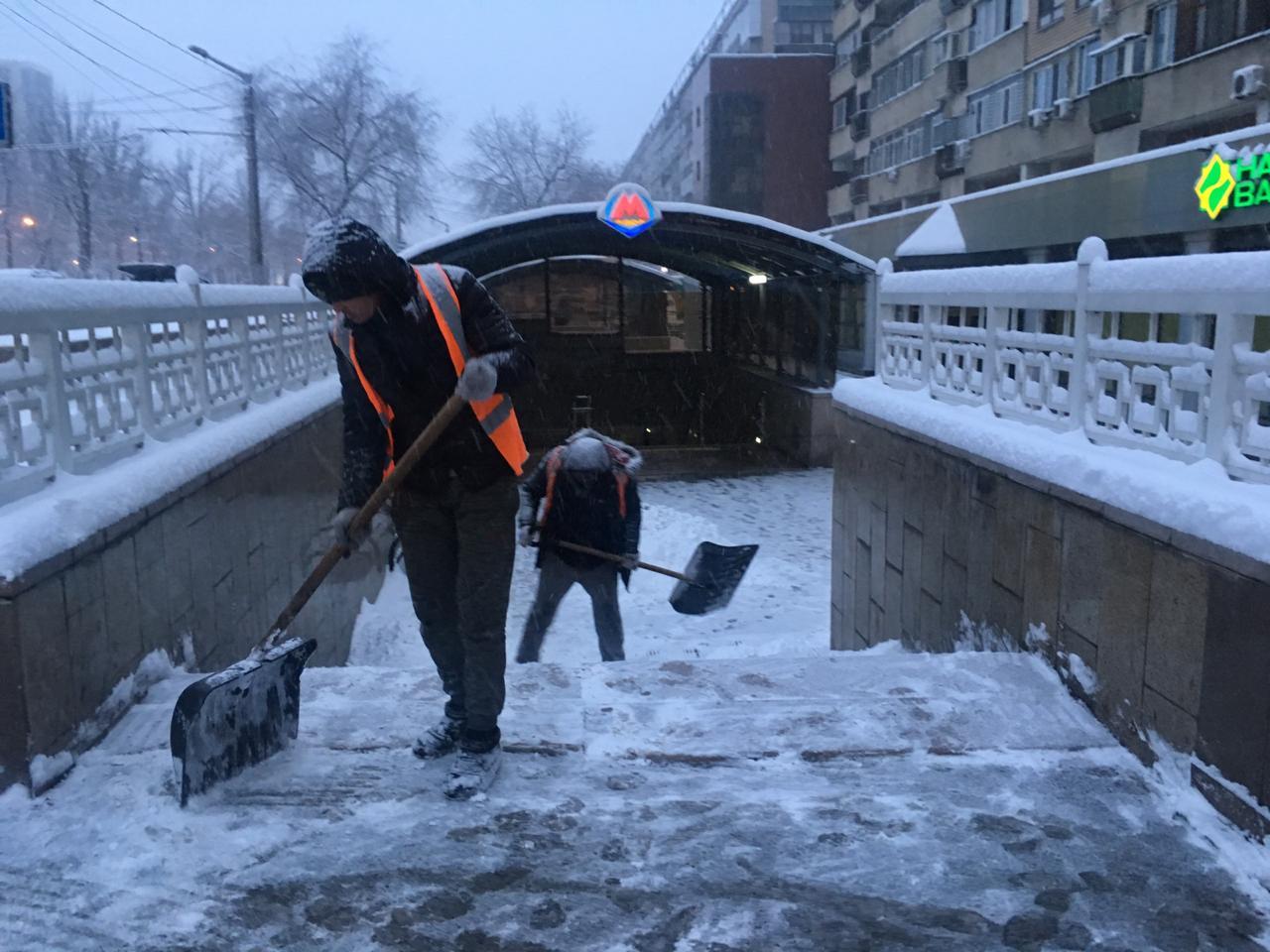 В Алматы активно ведутся снегоуборочные работы