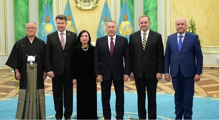 Президент Назарбаев принял верительные грамоты у пяти послов