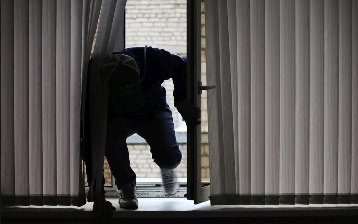 В Алматы домушник ограбил квартиру на глазах у хозяев