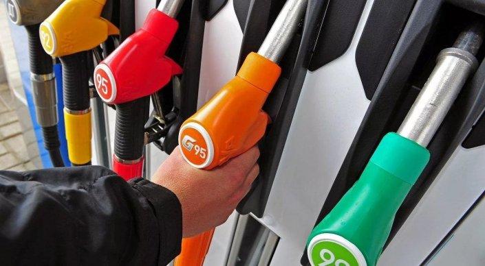 Казахстан обеспечивает себя бензином на 93 процента - Бозумбаев