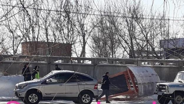 Нетрезвый водитель снес остановочный павильон в Усть-Каменогорске