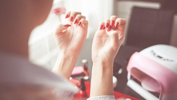 Хронические гепатиты В и С выявили у работников салонов красоты в Астане