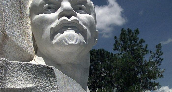 Памятники Ленину валяются на свалке - казахстанские коммунисты возмущены