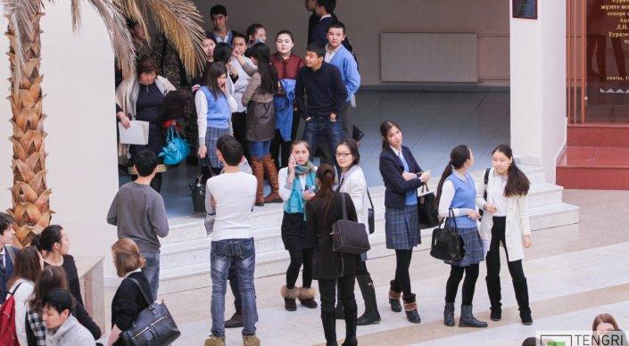 Казахстанских студентов предложили не лишать стипендий за тройки