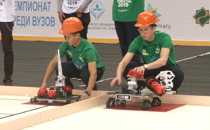 Лучших роботов на соревнованиях в Алматы представили казахстанские студенты