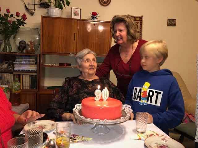 90-летняя жительница Польши разыскивает казахстанскую семью