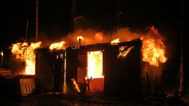 Дом, в котором погибла пенсионерка, подожгли — ДЧС