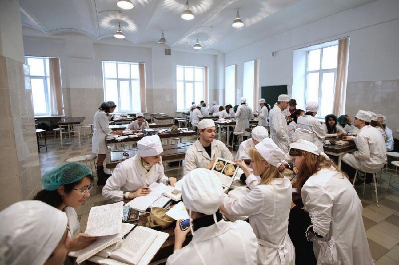 Студентов медвуза отчислили за попытку купить ответы на тесты в Алматы