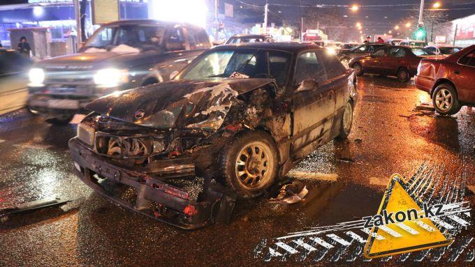 Водитель BMW потерял сознание и устроил грандиозное ДТП в Алматы (видео)