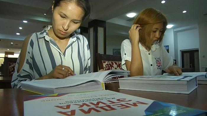 Содержание учебников обсуждают в Казахстане. Заседания комиссий покажут онлайн