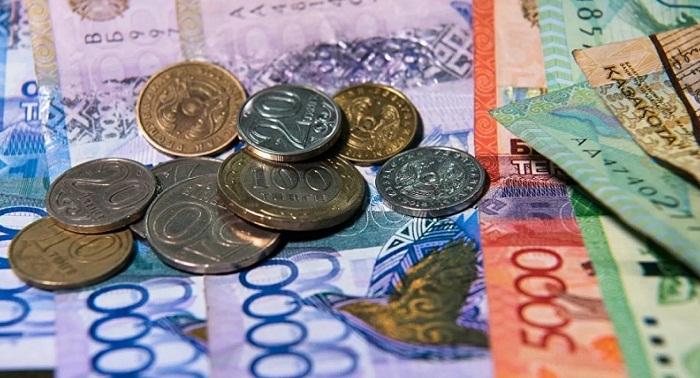 Назарбаев поручил поднять зарплаты бюджетникам на 30%