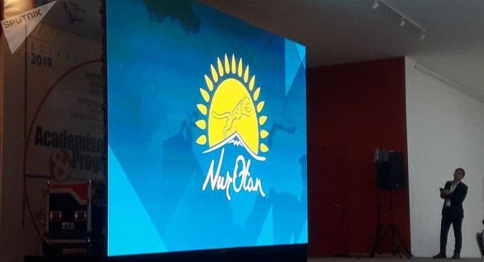 "Назарбаев собственноручно написал название партии ""Нур Отан"" на латинице"