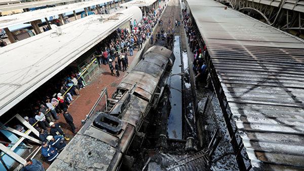Крушение локомотива на вокзале в Каире: почти три десятка погибших (видео)