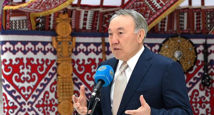 Нурсултан Назарбаев поздравил казахстанцев с Днем благодарности
