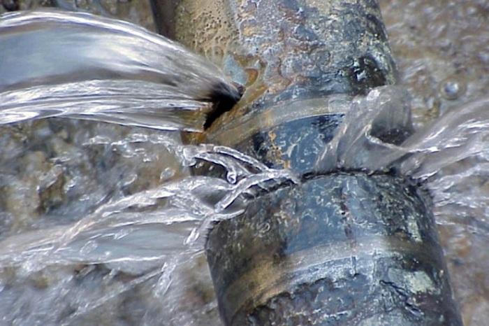 В Павлодаре десятки домов остались без воды