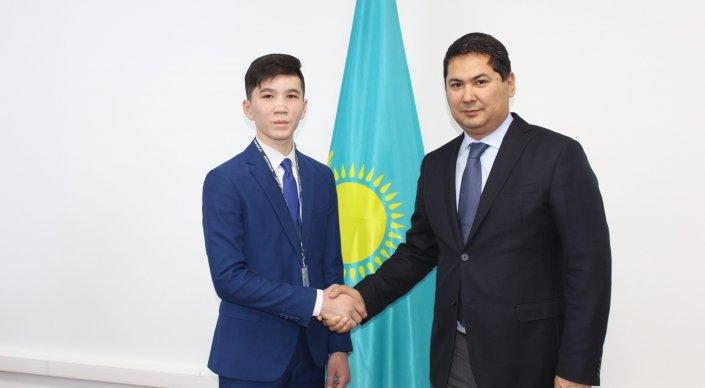 15-летний чиновник появился в Казахстане