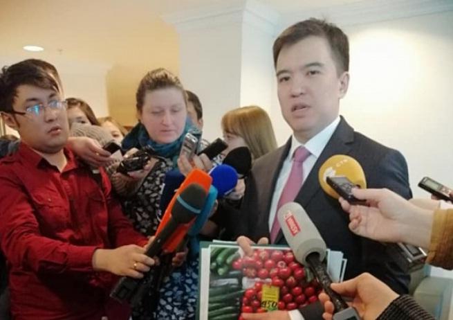 Цены на помидоры и огурцы изучил министр Нацэкономики